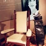 Túi golf có thêu tên và bộ gậy mà John F. Kennedy dùng một lần được trưng bày tại Sotheby's ở New York trước khi bán đấu giá.