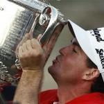 Keegan Bradley với chiếc cúp PGA Championship lần thứ 93. Hình chụp: AP
