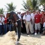"""""""Mọi ánh mắt đang dồn về Tiger Woods. Hình chụp: Andrew Redington/Getty Images"""""""