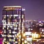 Không gian thoáng đạt với tầm nhìn không hạn chế, phô diễn hết vẻ đẹp huyền ảo về đêm của một trong những thành phố lớn nhất Việt Nam. Hình chụp: Chill Skybar