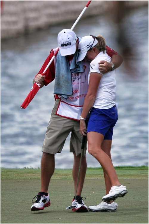 Từng bị vẹo cột sống lúc nhỏ nhưng Lewis đã cố gắng tập luyện và trở thành một trong những tay golf nữ giỏi nhất thế giới. Hình chụp: Erlangga Tribuana