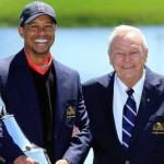 Arnold Palmer chúc mừng chiến thắng thứ 8 của Tiger Woods tại Bay Hill.