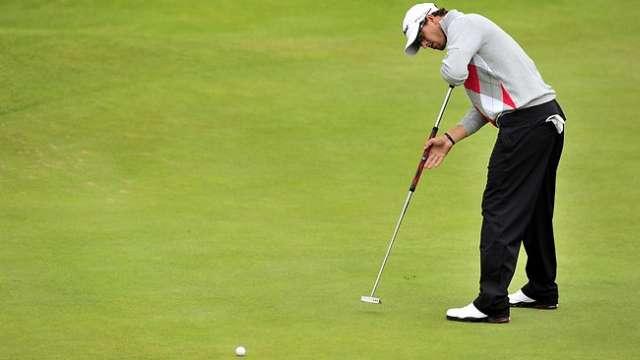 Adam Scott thắng giải Masters năm nay với gậy gạt cán dài. Hình chụp: AFP
