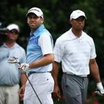 Woods và Garcia sau cú đánh hỏng của Garcia. Ảnh: Richard Heathcote/Getty Images