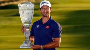 Adam Scott giành chiến thắng Barclays 2013 với tổng điểm -11 và leo lên hạng nhì thế giới. Hình chụp: Getty Images