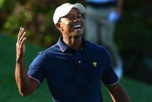 Tiger Woods cùng Matt Kuchar thắng đậm với tỉ số 5 và 4 trước Angel Cabrera và Marc Leishman. Hình chụp: Allan Henry / USA TODAY Sports
