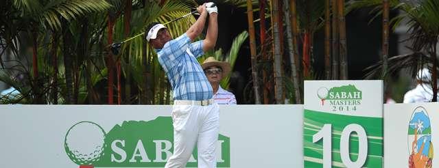 Đương kim á quân Mardan Mama đang bám theo sau Duy Nhất. Hình chụp: Asean PGA Tour