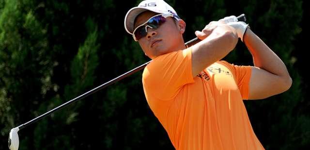 tay golf đại diện Việt Nam, anh Trần Lê Duy Nhất đang xuất sắc dẫn đầu sau vòng 1. Hình chụp: Asean PGA Tour