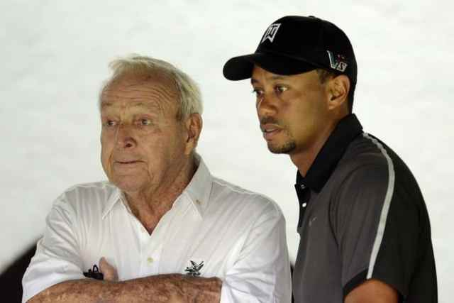 Arnold Palmer và Tiger Woods. Hình chụp: John David Mercer-USA TODAY Spor