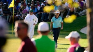 Tay golf người Hà Lan, Joost Luiten bước khỏi green đường 16. Hình chụp: Scott K.Brown/Augusta National