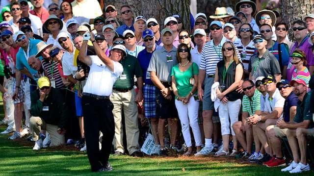 Một trong những bất ngờ lớn nhất vòng 2 là hạt giống Phil Mickelson bị loại. Hình chụp: Scott K. Brown/Augusta National