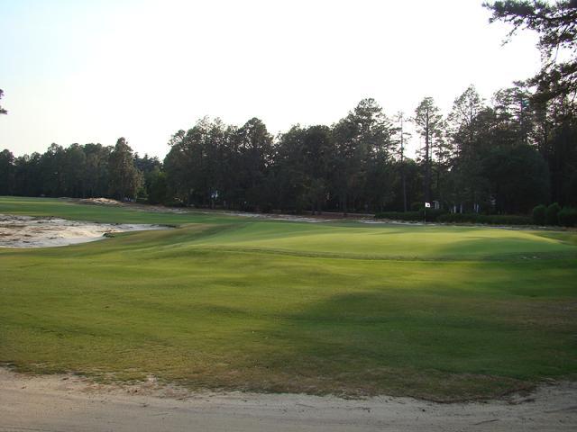 Chiều cao cỏ giữa fairway và green không chênh lệch đáng kể. Hình chụp: Golf Club Atlas